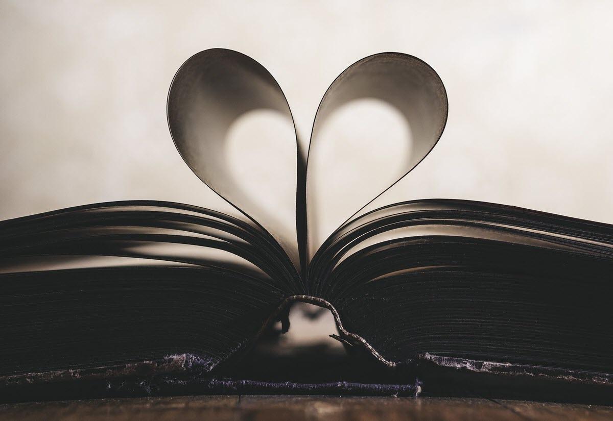 Boek Met Bladzijden In Hartvorm